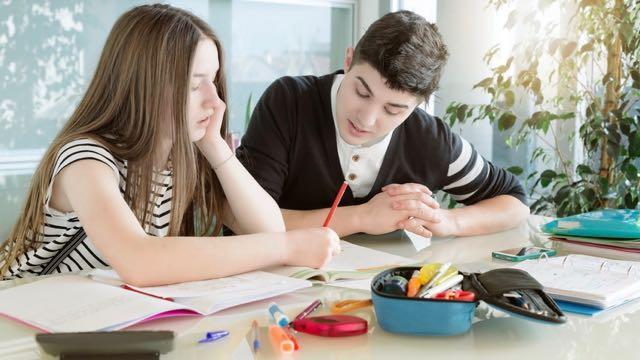 étudier ensemble